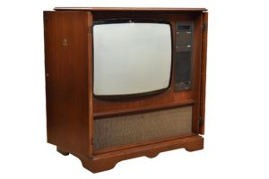 Dyntron CTV11 television in walnut veneered cabinet